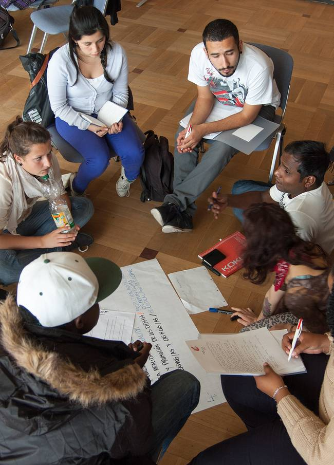 Students discussing aspects of social work in germany and all over the world.