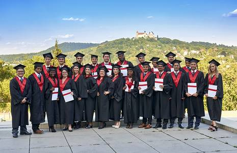 The graduates of Financial Management in front of the Veste Coburg